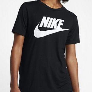 Nike essential black tee